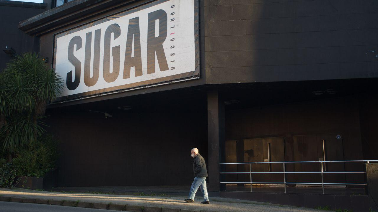 Puerta principal de la discoteca Sugar, antes conocida como Studio 3 y como Vértigo