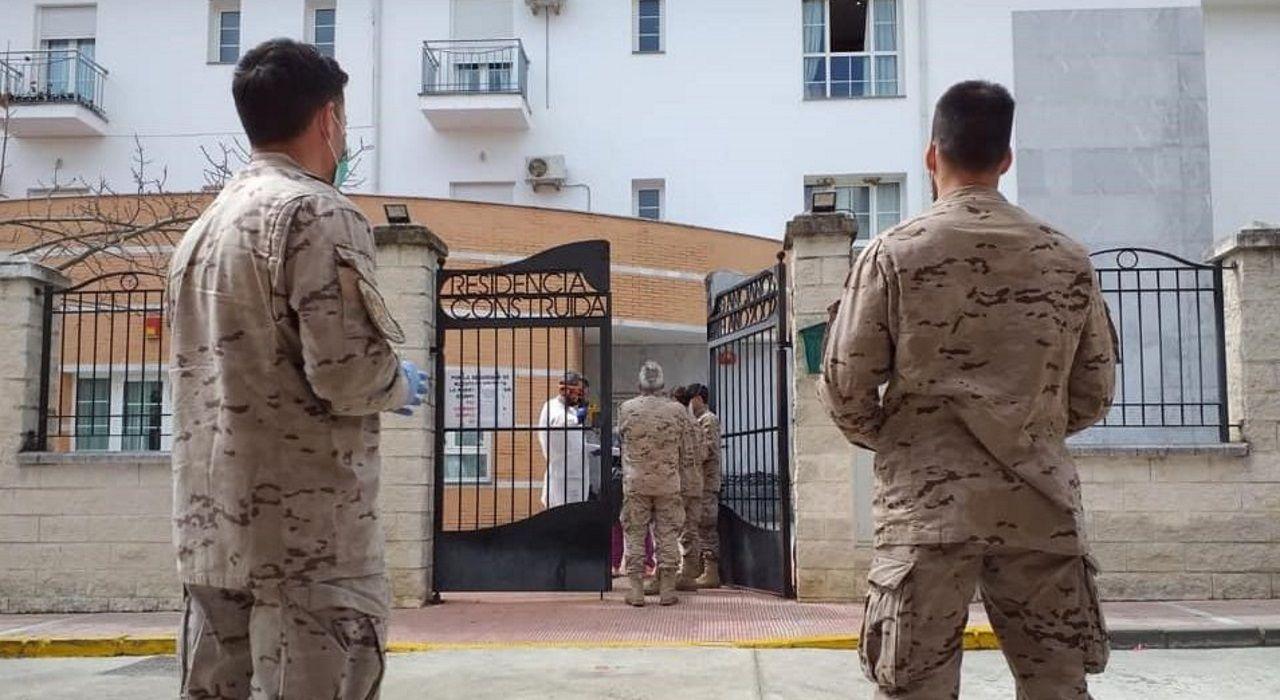 Militares en la residencia de mayores Alcalá del Valle, en Cádiz