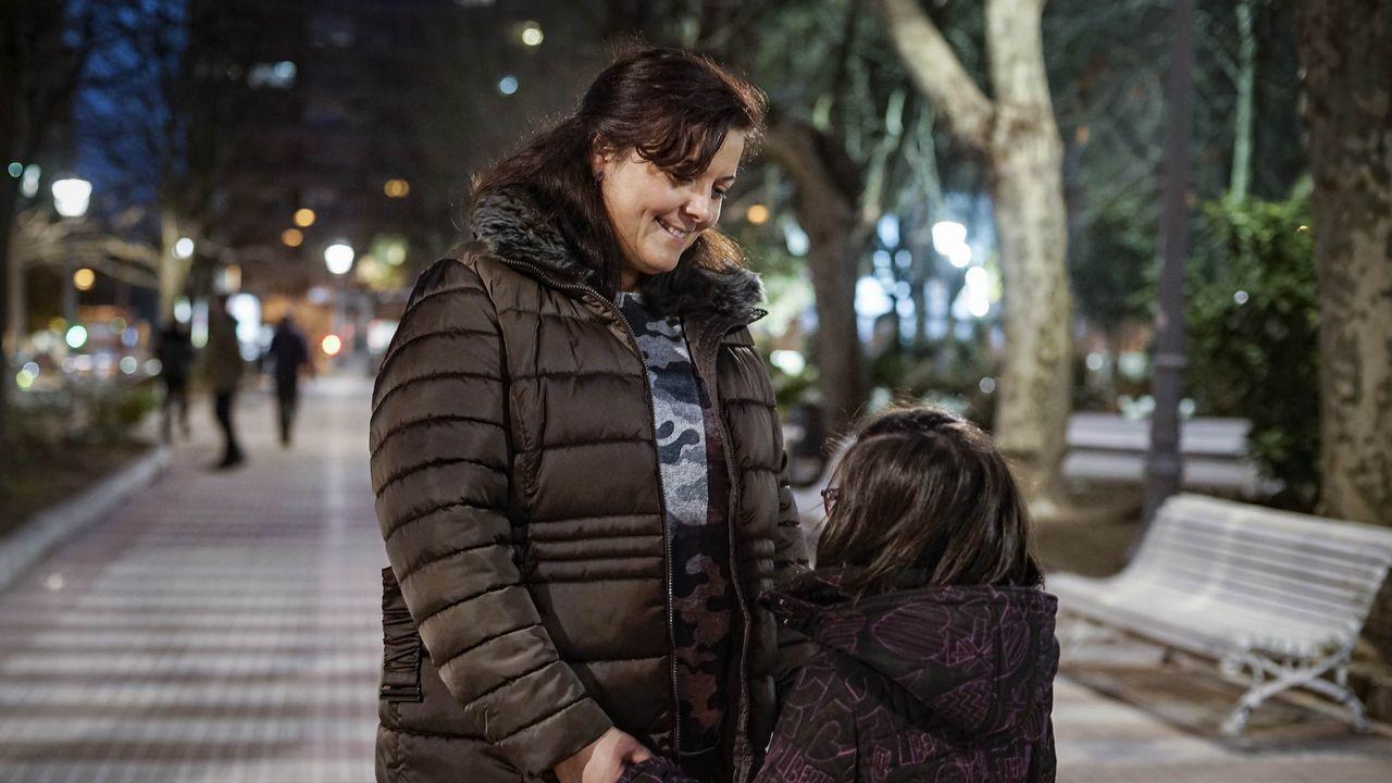 Celia, con su hija, que padece el síndrome de Coffin-Lowry
