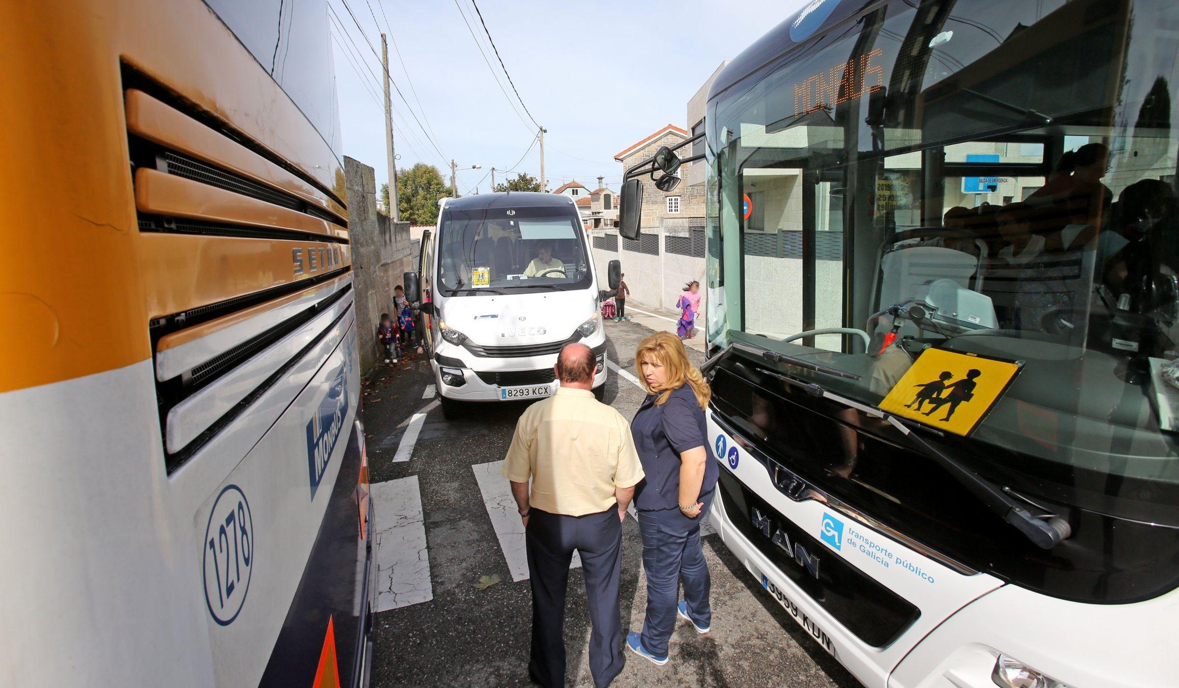 Los accesos al colegio Párroco don Camilo son peligrosos y profes, padres y vecinos tratan de no usar el coche