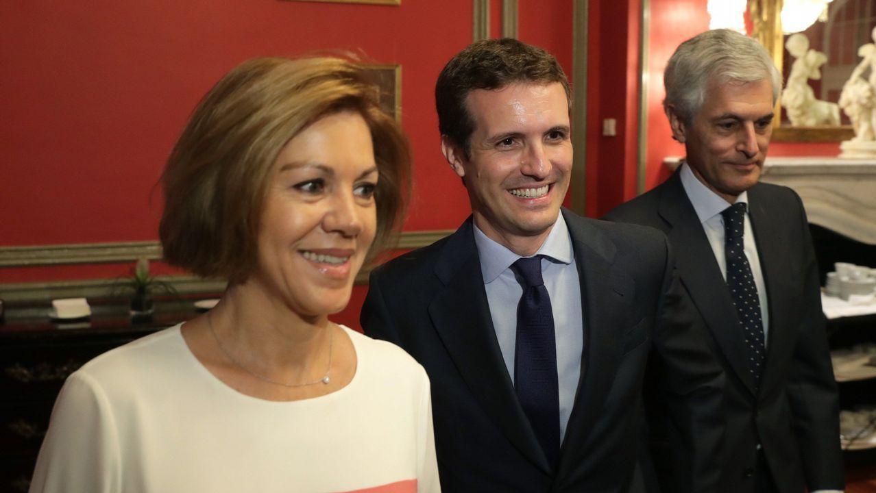 Feijoo advierte pese a su neutralidad: «Soraya ha tenido un resultado magnífico».Sáenz de Santamaría y Casado, ayer en el Congreso