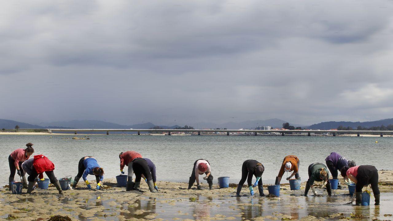 José Luis Chaves, Choco, conmemora el trigésimo aniversario de su pescadería en Covas