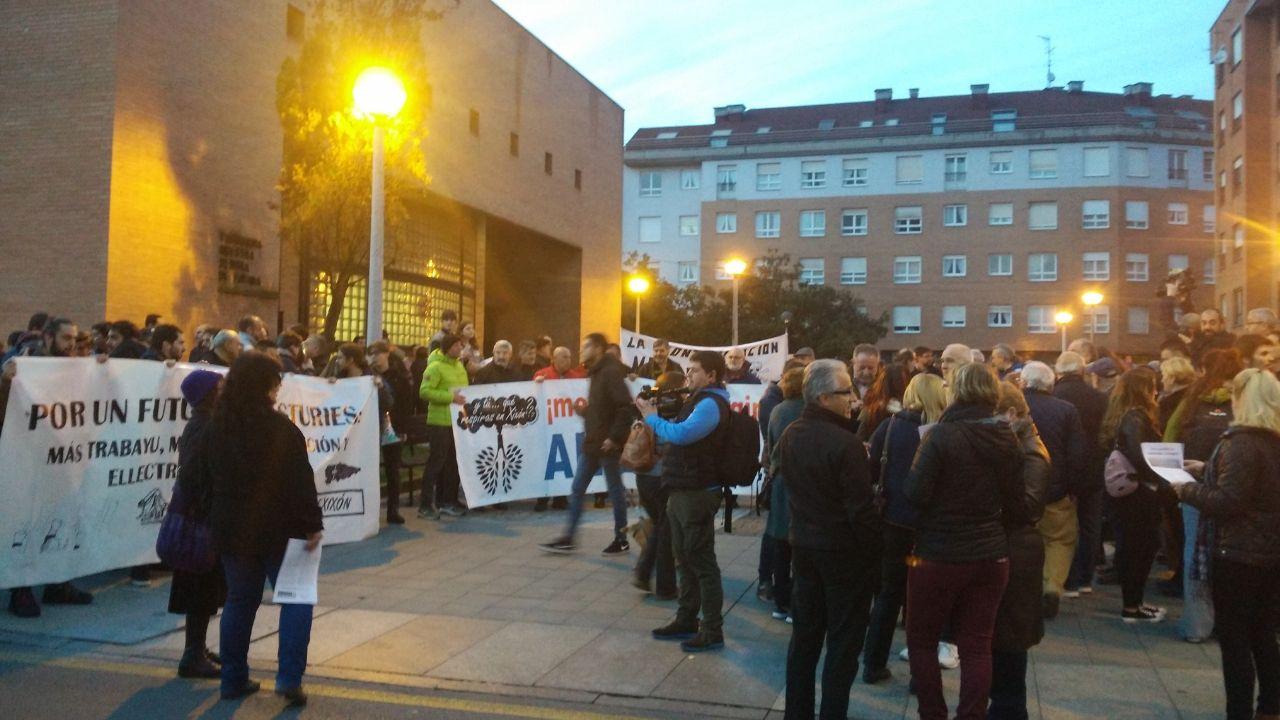 Concentración previa a la manifestación en Fátima
