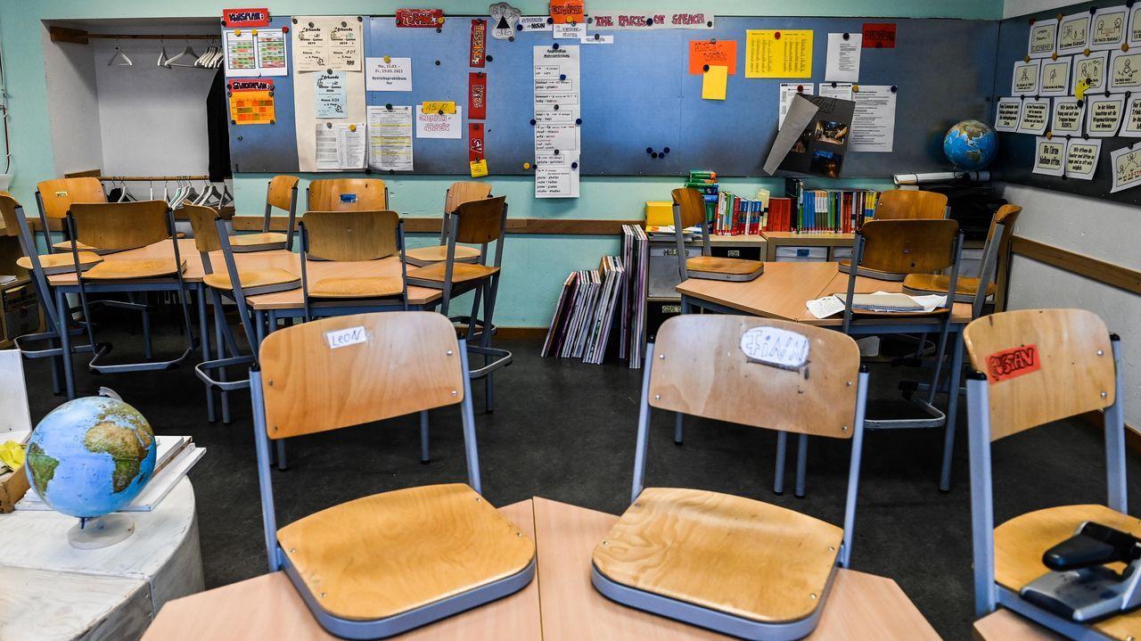 Figueiras se jubila.Un aula vacía, ayer, en un colegio alemán, donde las clases están cerradas desde el 13 de diciembre