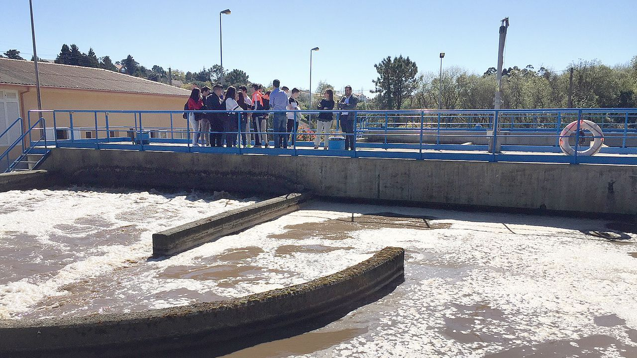 Imagen de archivo de una visita de la conselleira de Infraestruturas a la depuradora de A Pobra