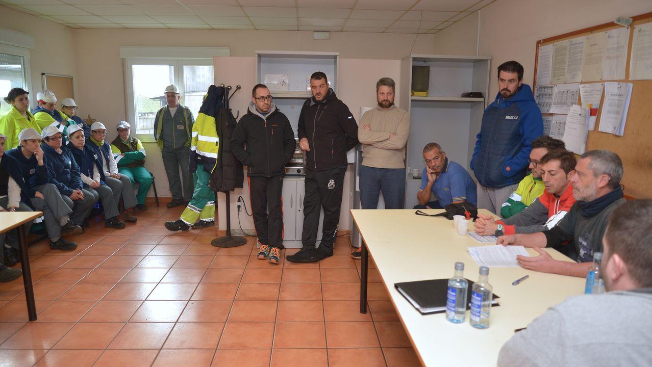 Instalación de un compresor en la refinería de Repsol en A Coruña