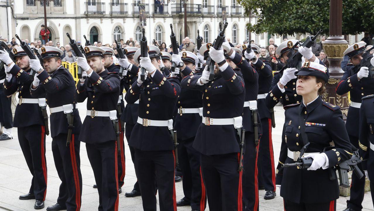 Recepción oficial al almirante de la arsenal del Ferrol para la posterior participación de la armada en el desfile de la virgen de la Esperanza