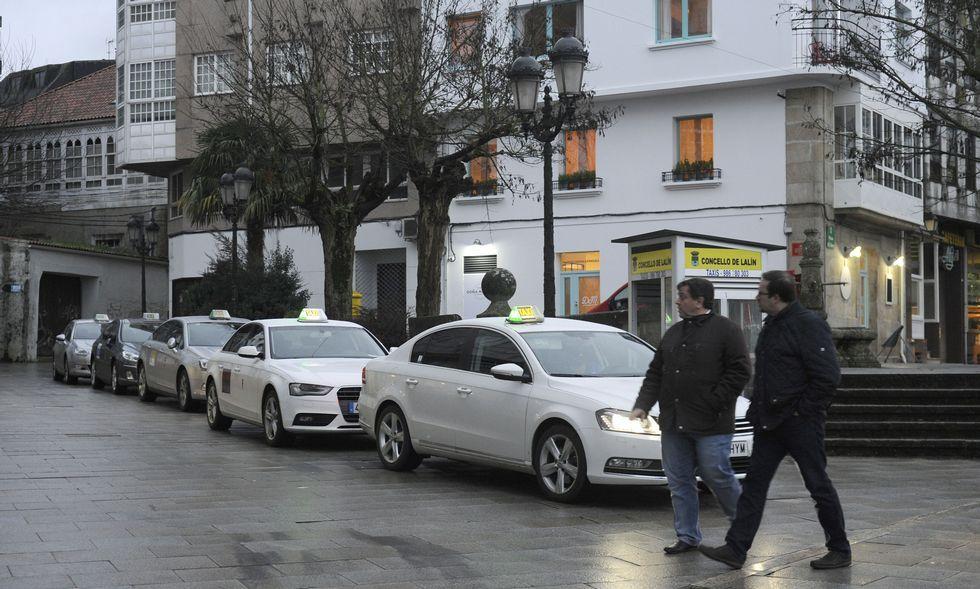 El Concello asegura que a los taxistas les quedan menos de 15 días en su parada de Praza da Torre.