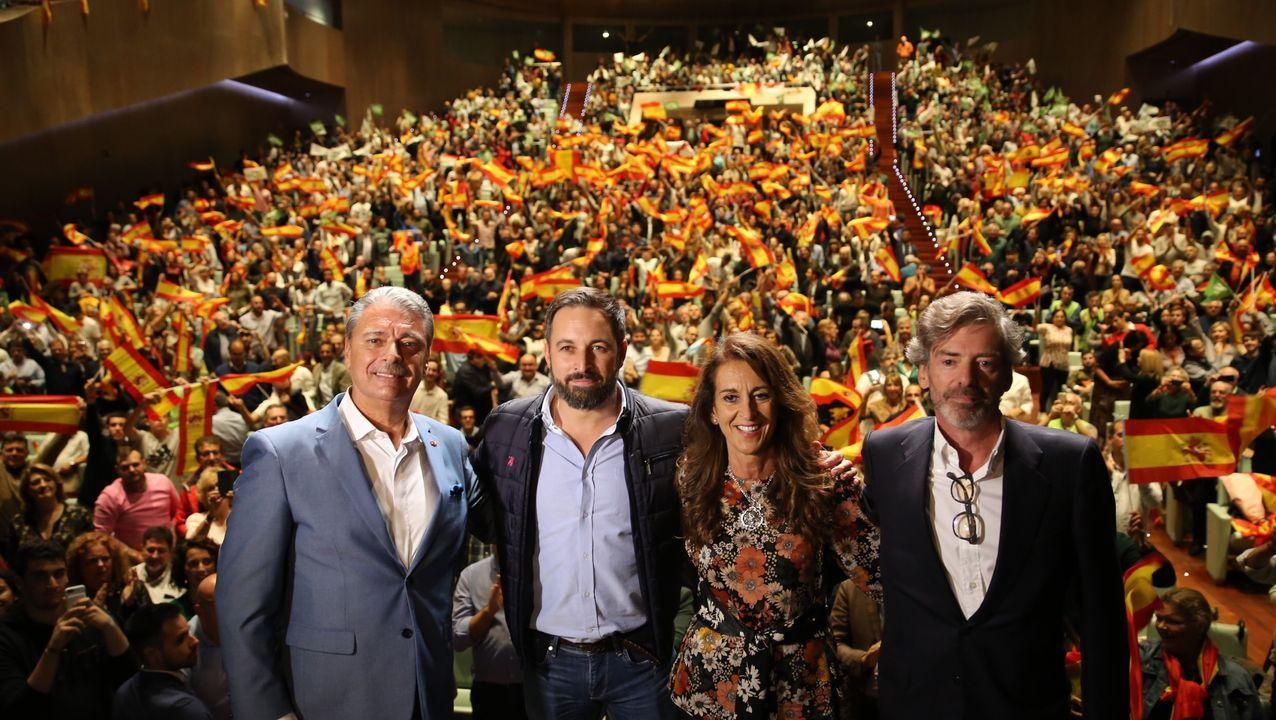 Mitin de Abascal el 24 de octubre en Vigo, en una imagen de archivo.El candidato presidencial de Unidas Podemos Pablo Iglesias (c) durante un acto electoral celebrado este lunes en Oviedo