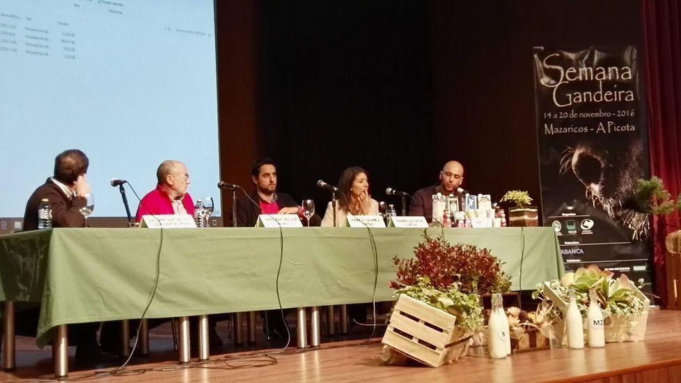 De izquierda a derecha, el presidente de Melisanto, Pablo Costoya; el presidente de Feiraco, José Montes; el presidente de Os Irmandiños, José Angel Blanco y el presidente de la Cooperativa Xallas, José Manuel Castro.
