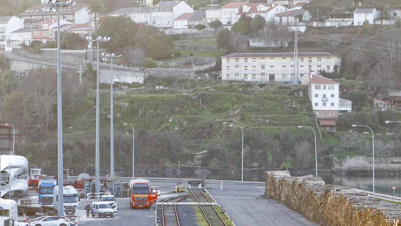 Las imágenes del 8M en Ferrol.La ministra Robles presenció el inicio de las maniobras desde el Juan Carlos I