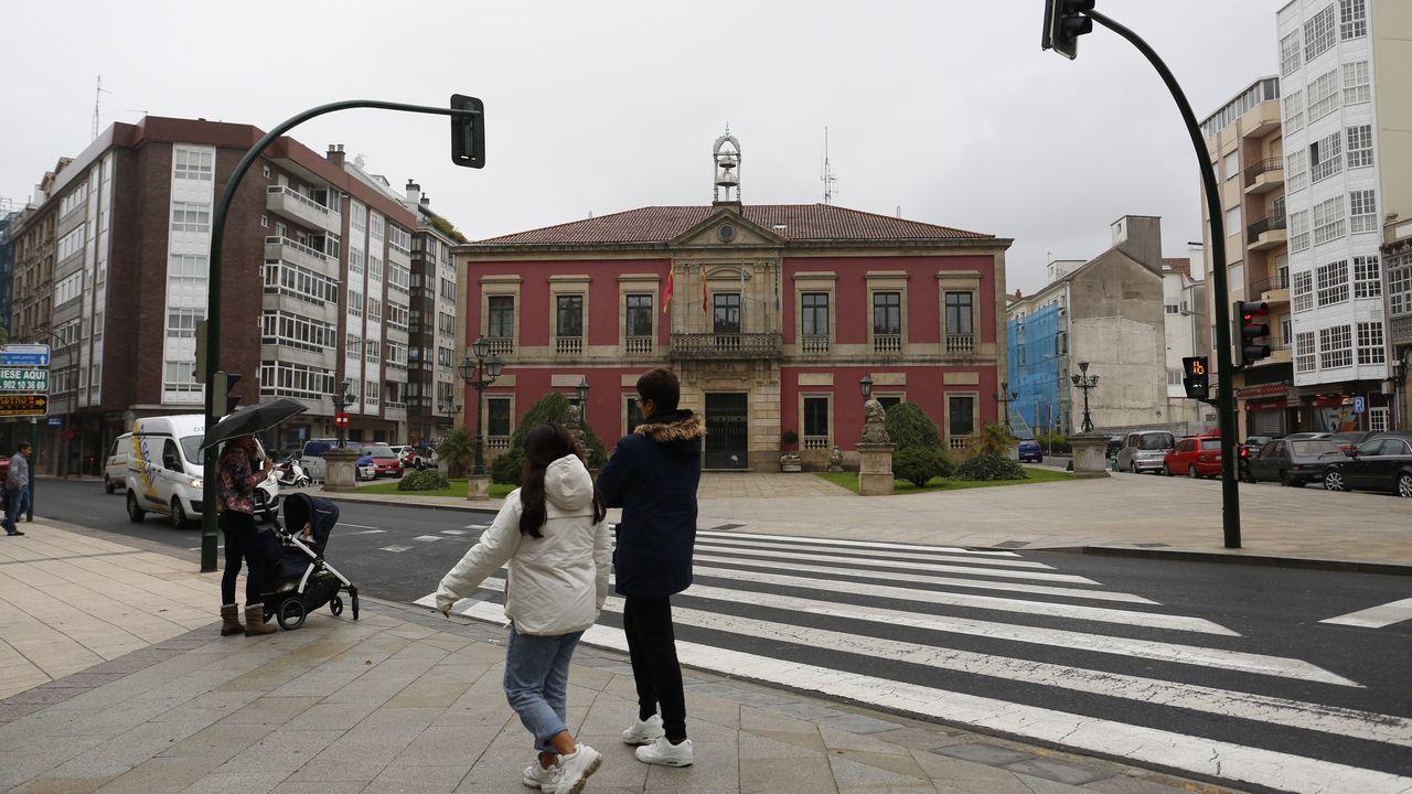 Fachada del concello de Vilagarcía sin palmeras