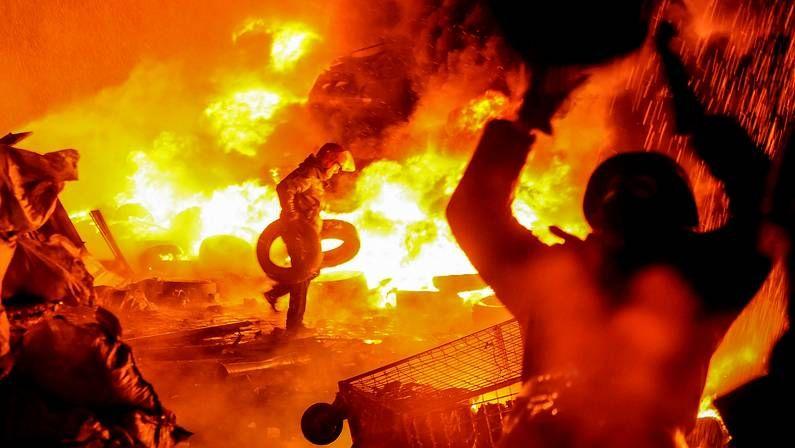 La violencia sigue dominando en Kiev.Disturbios durante la noche