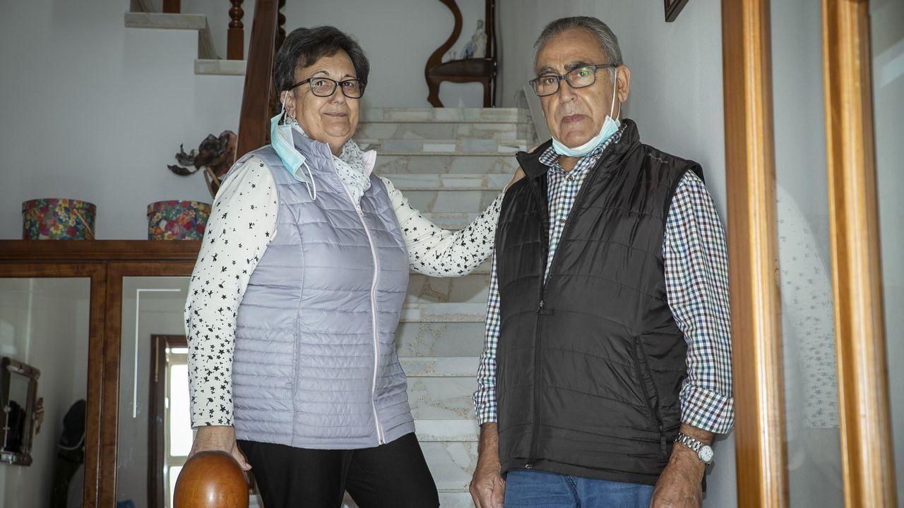 Los vecinos de Meréns reciben a Manuel Vázquez Moya, que pasó tres meses ingresados por el covid.Obras en la estación intermodal de Santiago