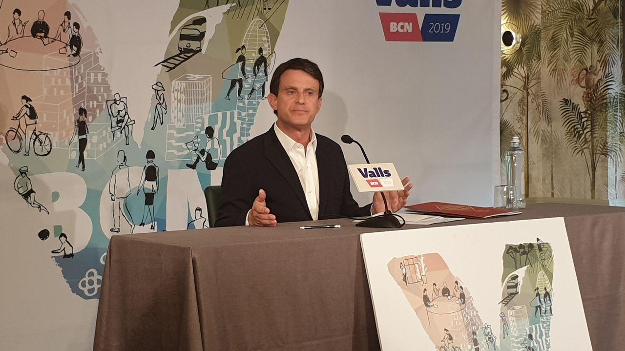 Iglesias: «En cada lugar al que llegaba durante la campaña tenía que preguntar '¿Cómo nos llamamos aquí?'».Manuel Valls, ayer, durante la primera rueda de prensa que ha realizado tras las elecciones del 26M