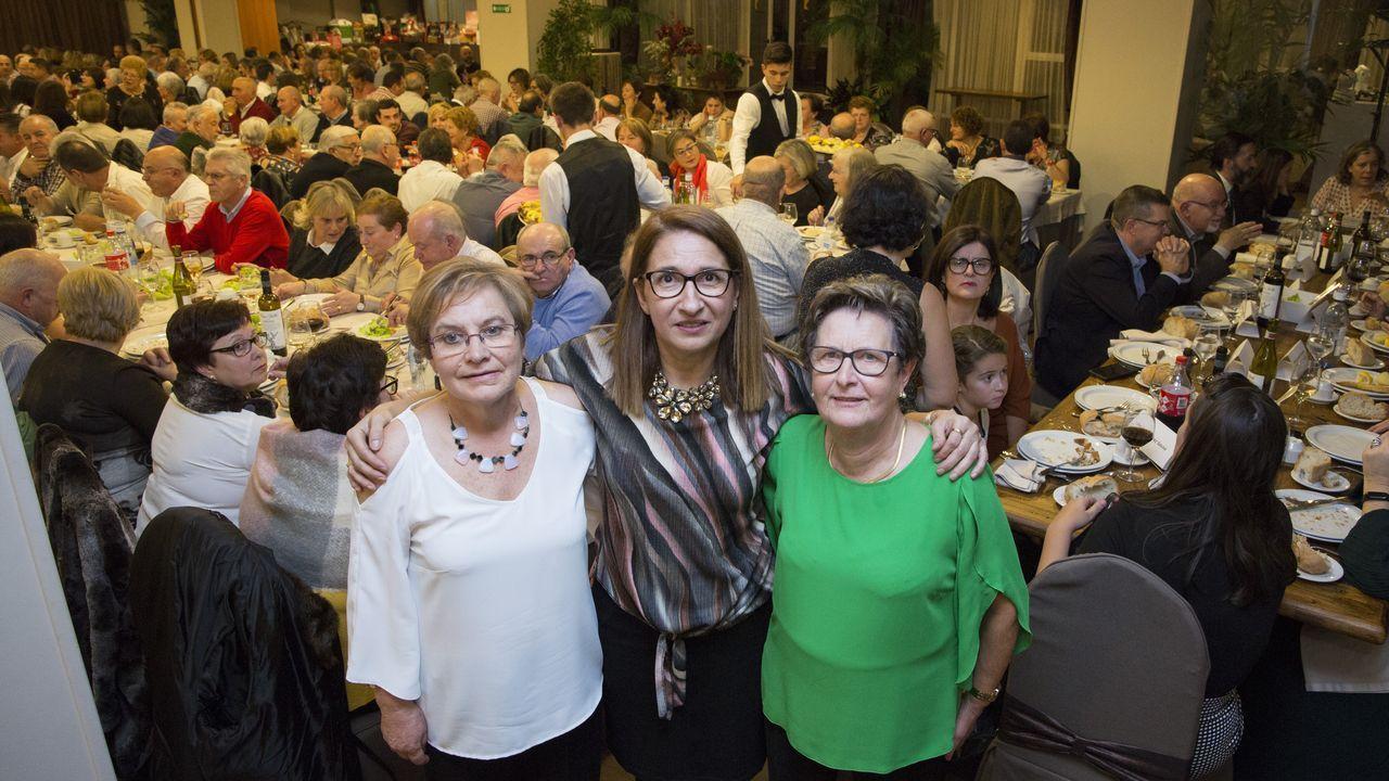 Medio millar de personas en la cena solidaria de la Asociación Galega de Ataxias.Pleno de Malpica