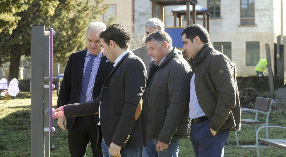 Cuíña y Espiño acompañaron a Crespo, López y Blanco en su visita a la área biosaludable de Laro.