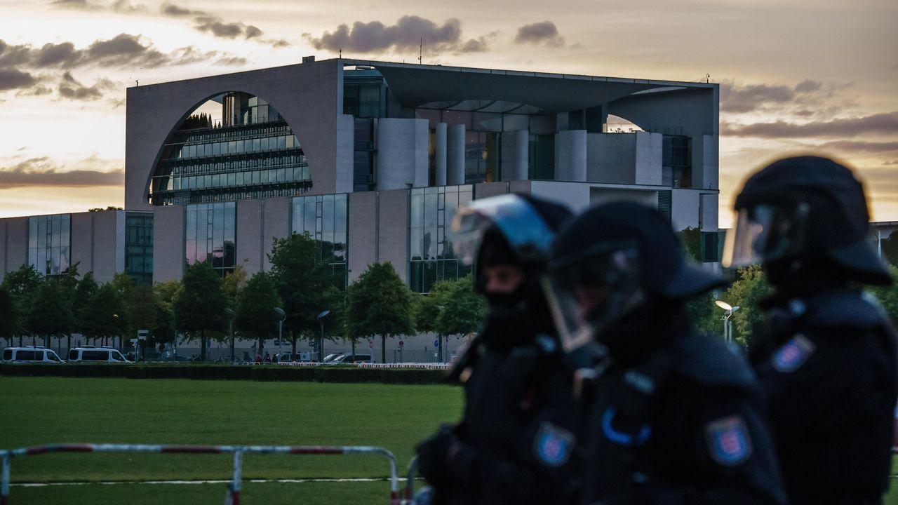 Los antidisturbios protegen el Reichstag, el pasado agosto, de una manifestación de ultraderechistas
