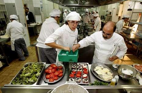La cocina del CIFP Compostela (en foto de archivo) prepara para estas enseñanzas.