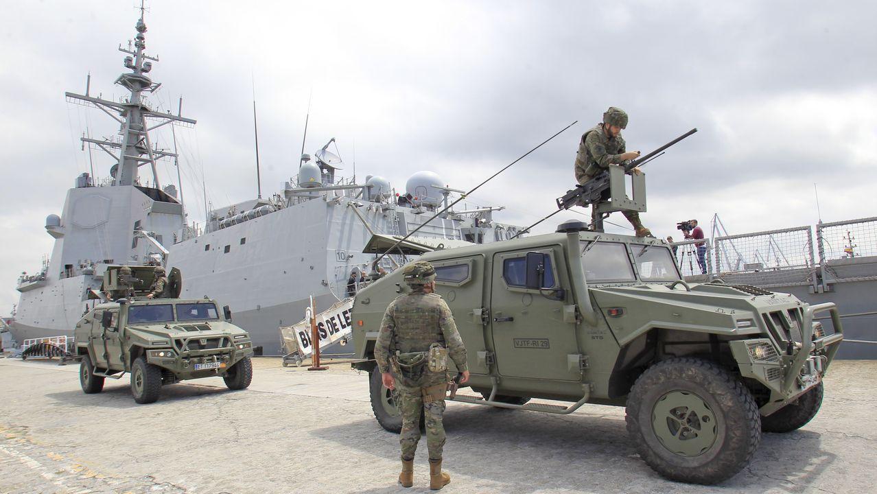 En el Arsenal Militar: unidades de Tierra, junto a la fragata Blas de Lezo