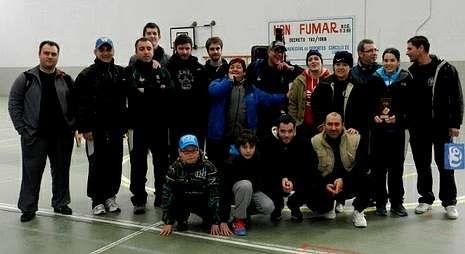 Competidores del Arco Narón que tomaron parte en el autonómico de tiro con arco en sala.