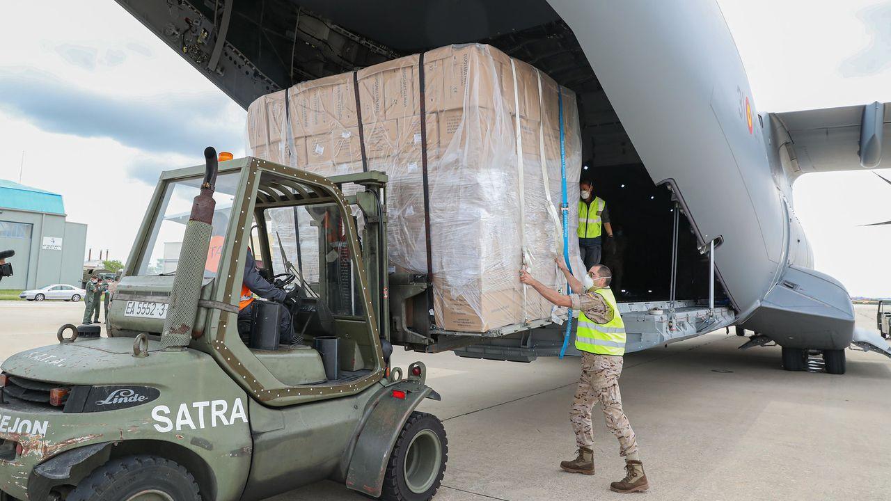 El mundo toma el pulso a la nueva realidad.Un Airbus A400M del Ejército del Aire llegó ayer por la tarde a la base aérea de Torrejón de Ardoz