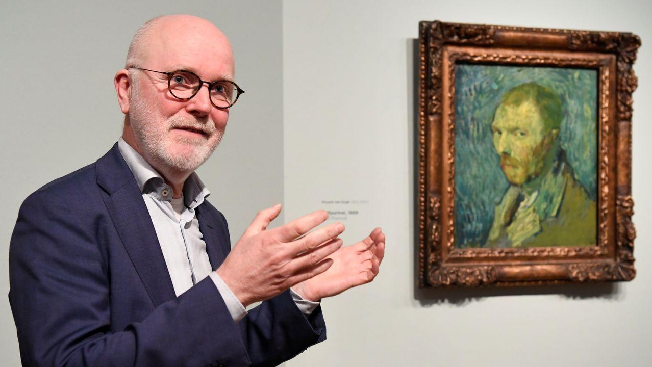 El experto holandés del Museo Van Gogh Louis van Tilborgh explica los pormenores de la investigación sobre el autorretrato de 1889