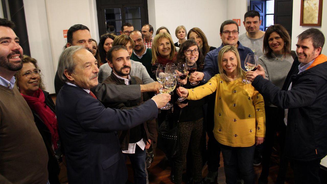 AUTOBÚS OVIEDO.Brindis navideño 2018 de los alcaldes y alcaldesas asturianos