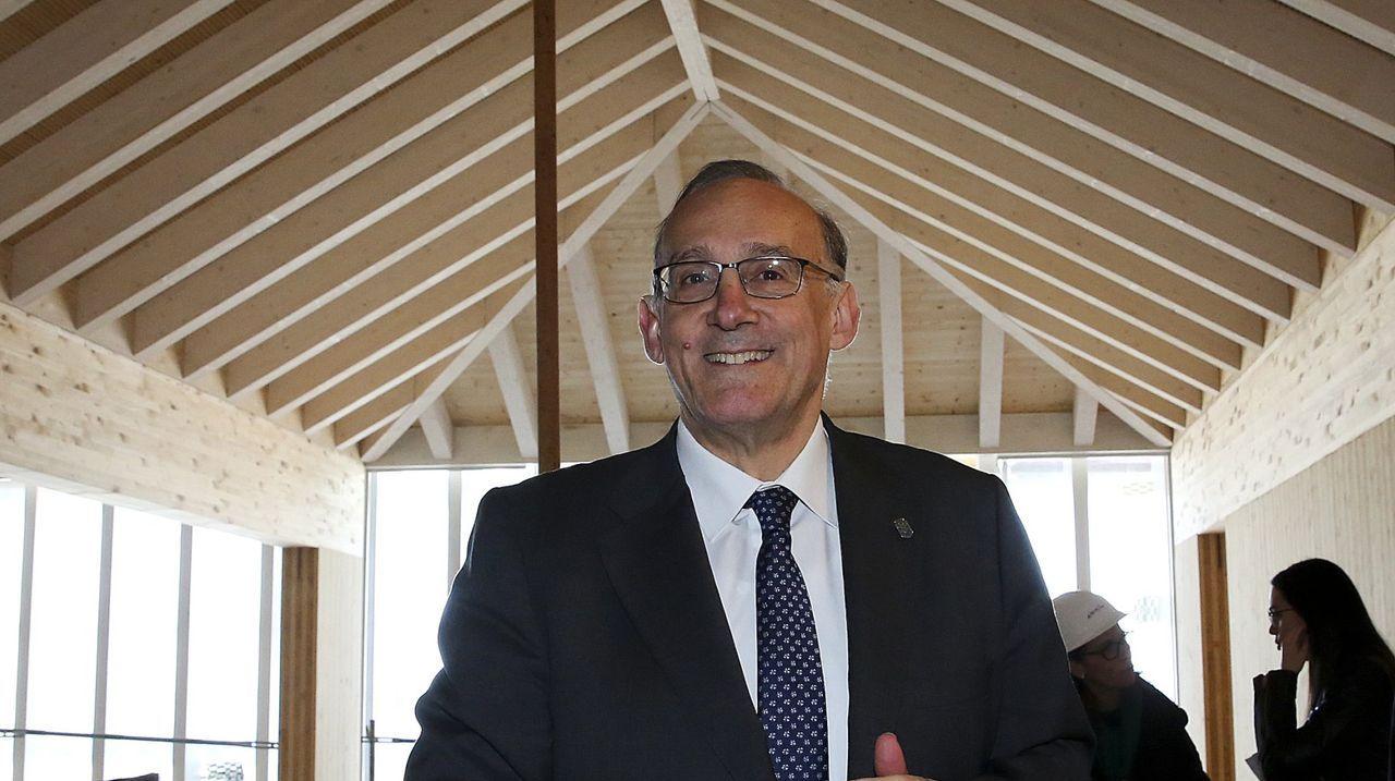 Rueda de prensa de Feijoo tras la reunión interdepartamental del coronavirus.El rector de Vigo, Manuel Reigosa