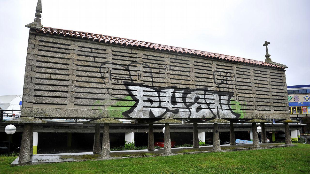Basura y restos de botellón en las calles de A Coruña.Restos del botellón