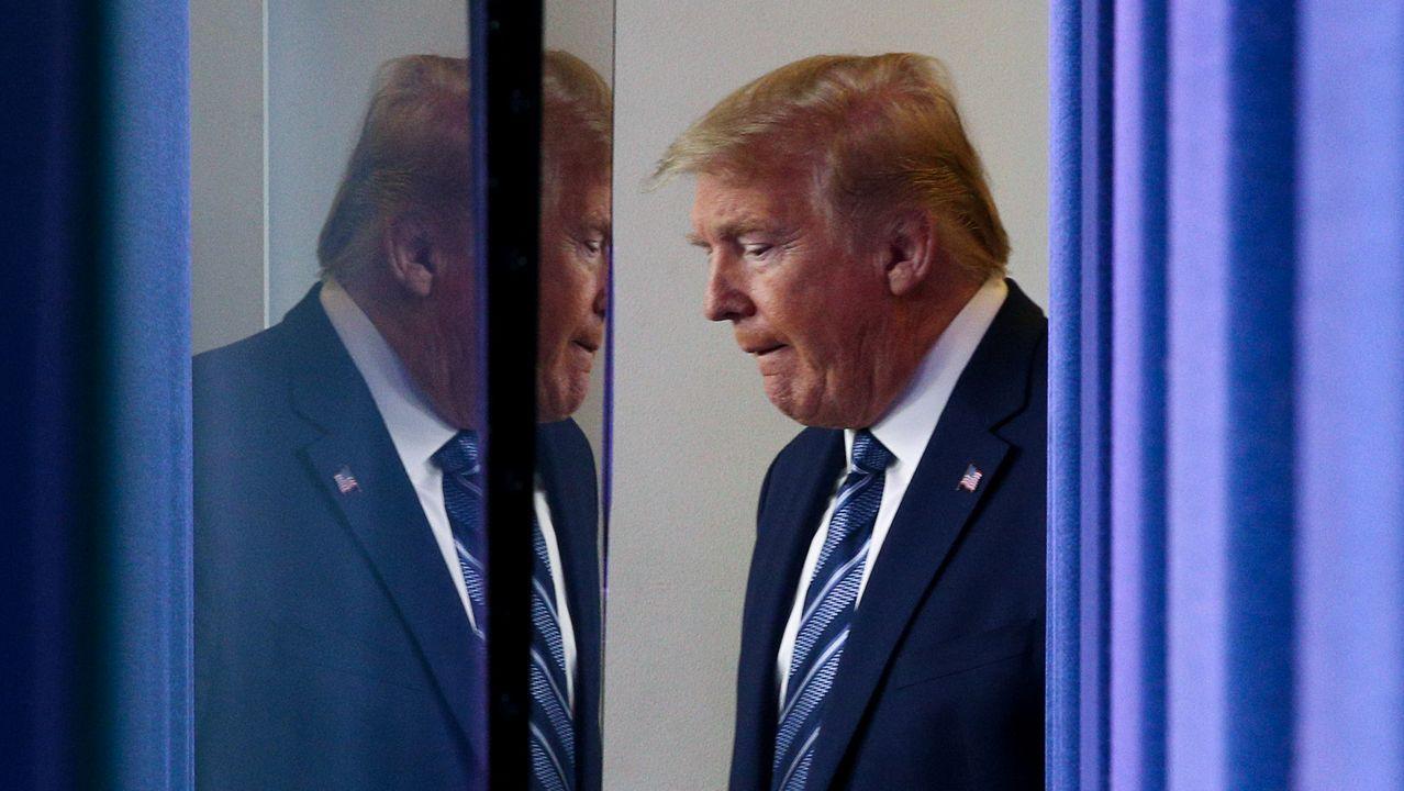 Trump abandona la rueda de prensa del grupo de trabajo contra el coronavirus de la noche del martes