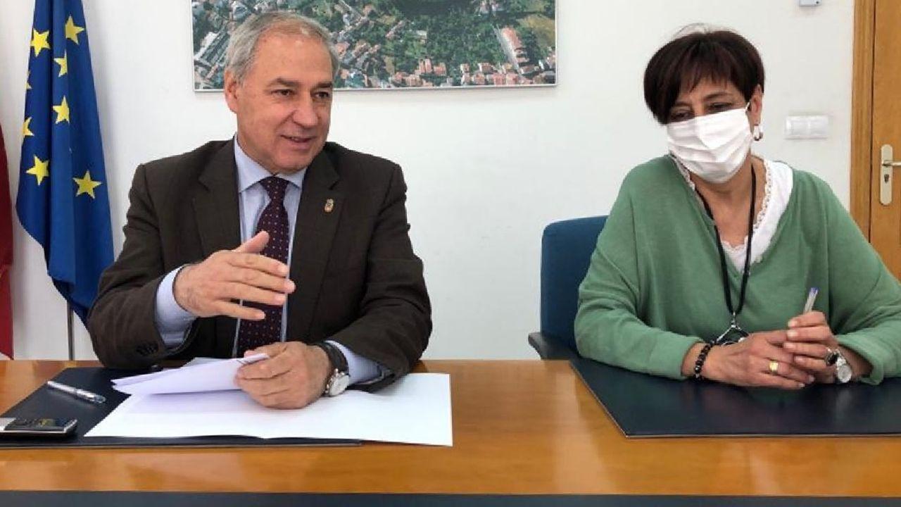 El alcalde José Tomé y la teniente de alcalde Gloria Prada en la presentación del plan de ayuda a las familias y sectores económicos