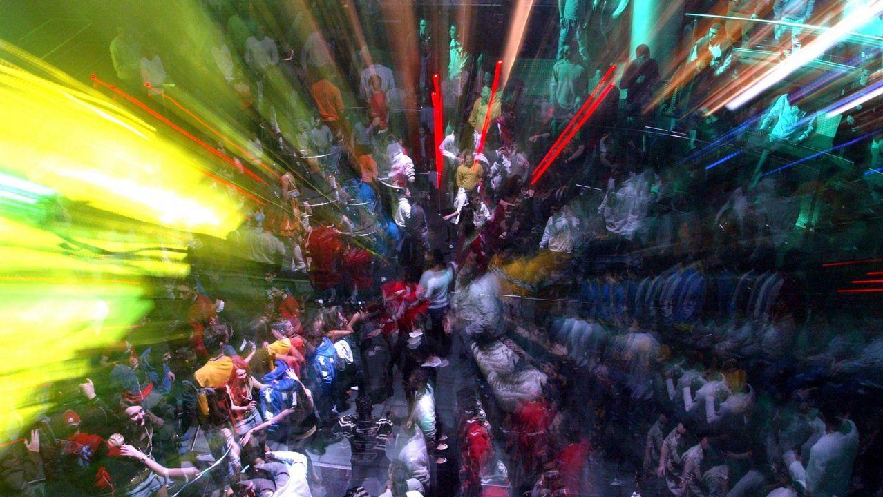 El entroido aterriza en Compostela lleno de colorido y alegría