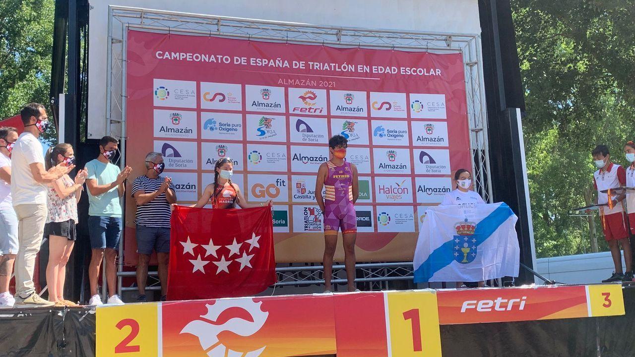 Podio del campeonato de España de Triatlón escolar con Nagore Otero (a la derecha), bronce