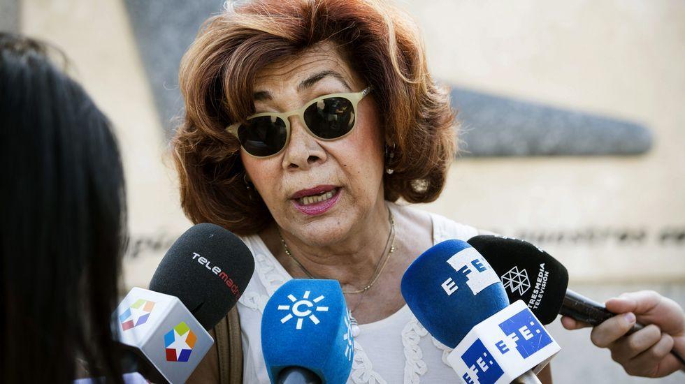 La monfortina María Loreto Gonzalo, una de las supervivientes del accidente, habló con los medios después de la ofrenda floral en Madrid