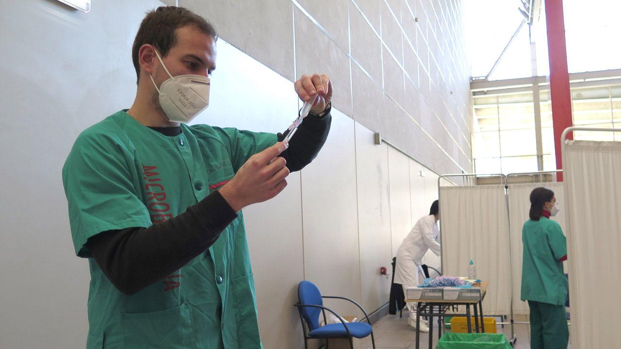 Vacunación contra la covid en el Palacio de Deportes de La Guía, de Gijón