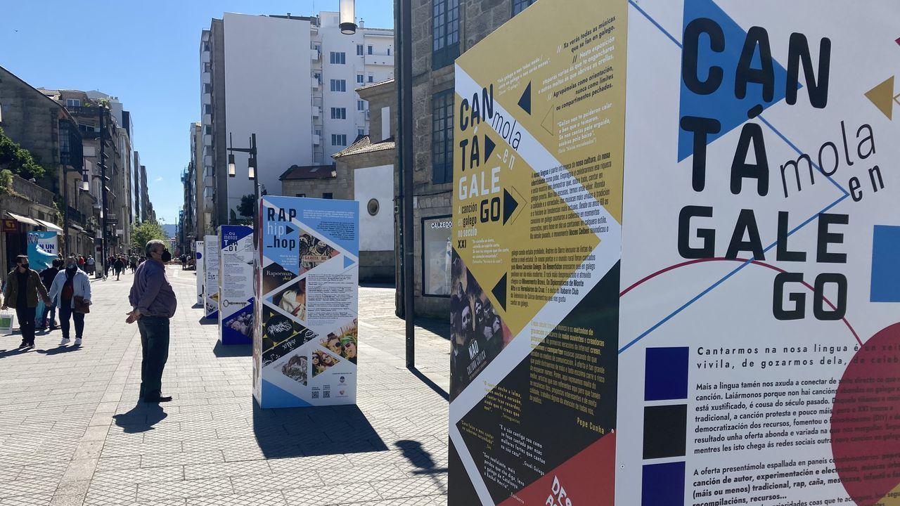 Los robots anticovid, en marcha.Os paneis estarán expostos na praza de Ourense durante o mes de maio