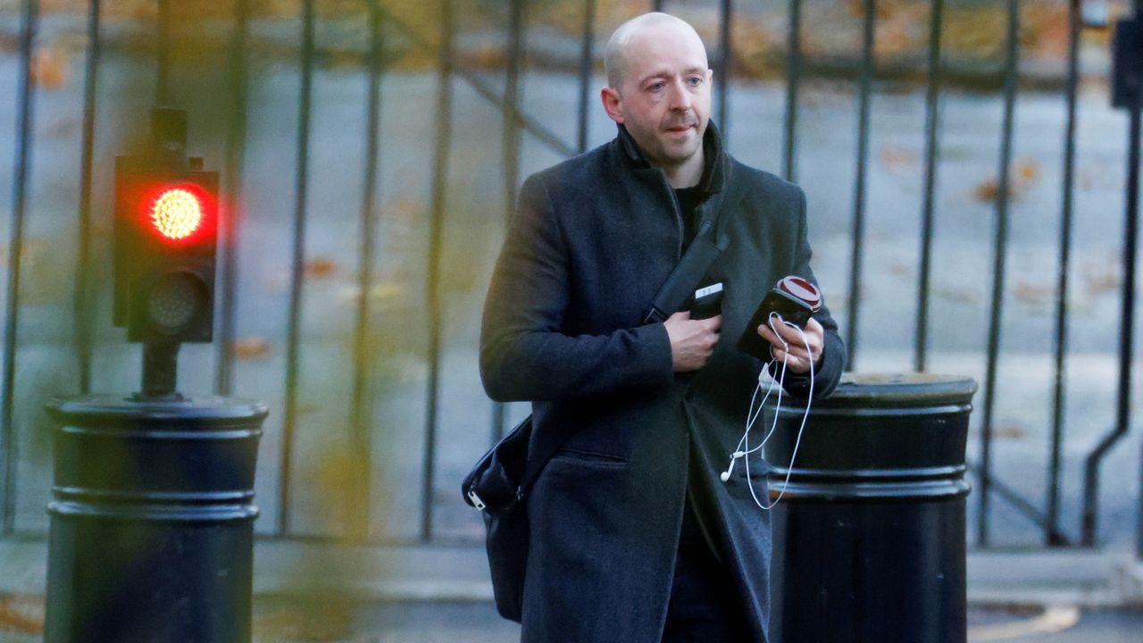 Lee Cain, director de Comunicación de Boris Johnson, a su llegada, este jueves, al 10 de Downing Street