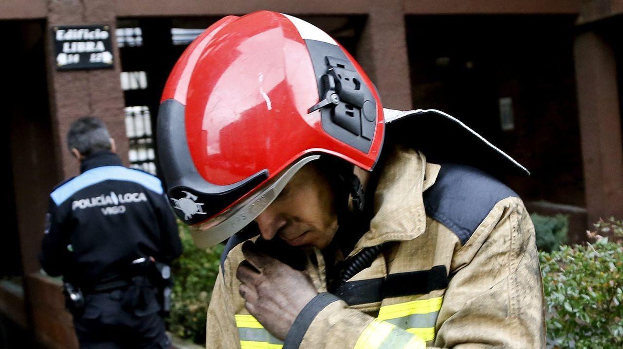 Un coche arde en la plaza de Pontevedra cuando un padre con su hijo se disponía a arrancar.Un terreno recién desbrozado en la localidad de Burdalla, en la parroquia de Anllo Santo Estevo