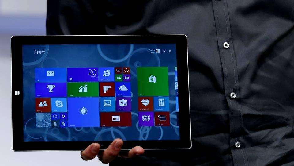 La primera prueba de Skype Translator.Representantes de Microsoft promocionan Windows 10 en una feria de juegos en Hong Kong.