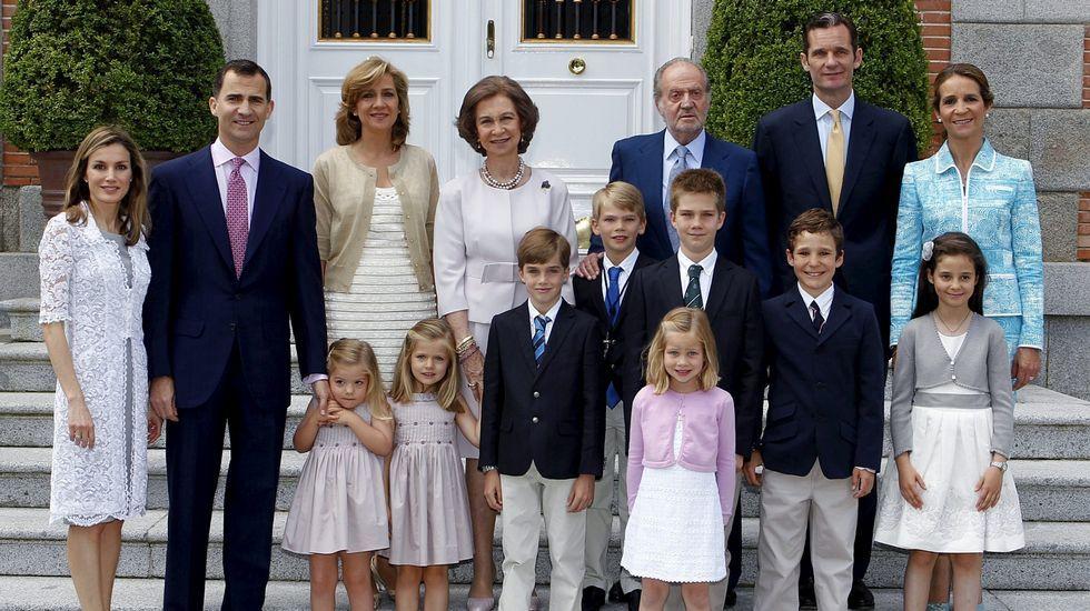 Foto de familia en mayo del 2011 durante la comunión de uno de los hijos de la infanta Cristina.