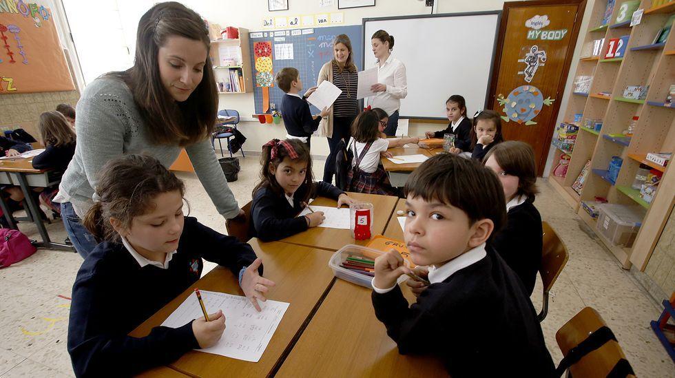 La enseñanza con varios docentes es una práctica innovadora con mucho éxito. En la imagen, el colegio de los Xesuítas de Vigo, donde pueden coincidir hasta tres profesores en la misma clase