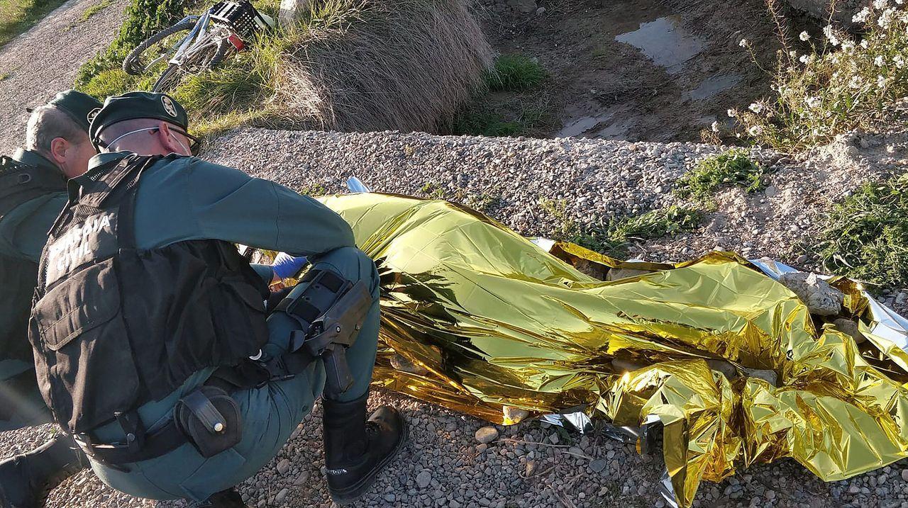 Agentes de la Guardia Civil han denunciado a un hombre de 57 años al que auxiliaron previamente tras caerse de la bicicleta en la que se desplazaba en una acequia de un camino rural en Mallén (Zaragoza) y constatar que se encontraba ebrio y que había burlado el confinamiento del estado de alarma por coronavirus