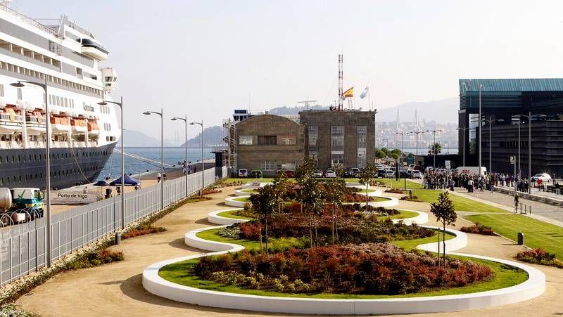 El puerto de Vigo estrena los jardines del cable inglés.Sérgio Dias (con la guitarra) junto a la formación actual de Os Mutantes