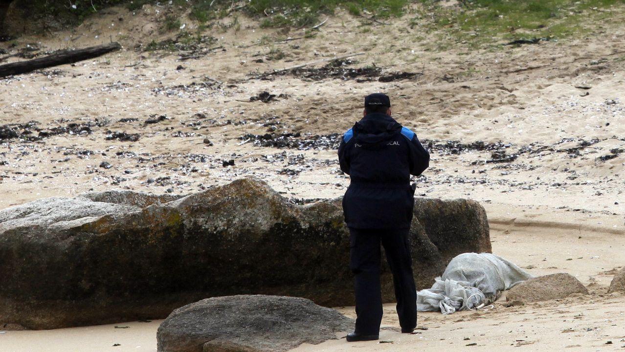 El destartalado interior del narcosubmarino.El cadáver fue hallado en una playa de A Illa en el 2013