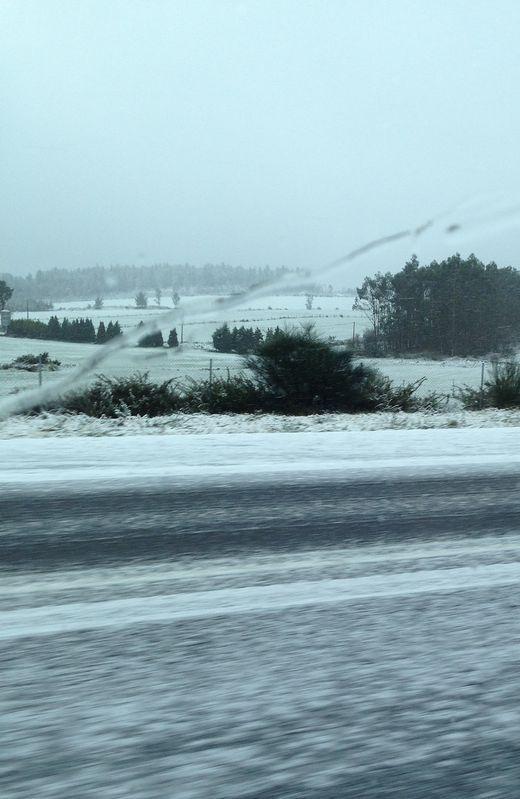 En las zonas más altas de Rois, en O Martelo, la nieve sí cuajó.