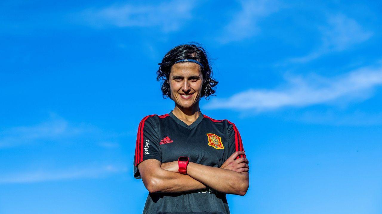 La segunda entrenadora de la selección de España de fútbol femenino, Montse Tomé, posa durante una entrevista con Efe