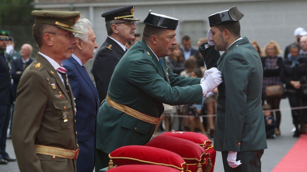 ACTO INSTITUCIONAL CASTRENSE DEL DÍA DEL PILAR.El teniente coronel, Manuel Novo Colldefors, impuso la cruz