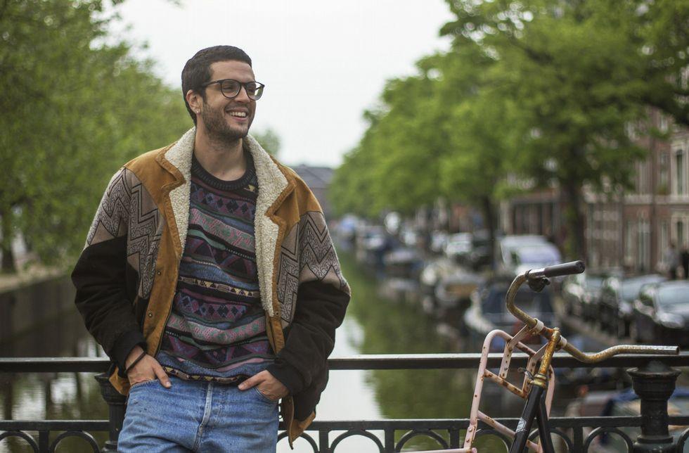 Último adiós a Simon Peres.Javier, en el canal Elandsgracht de Ámsterdam, la ciudad donde vive, aunque trabaja en La Haya.