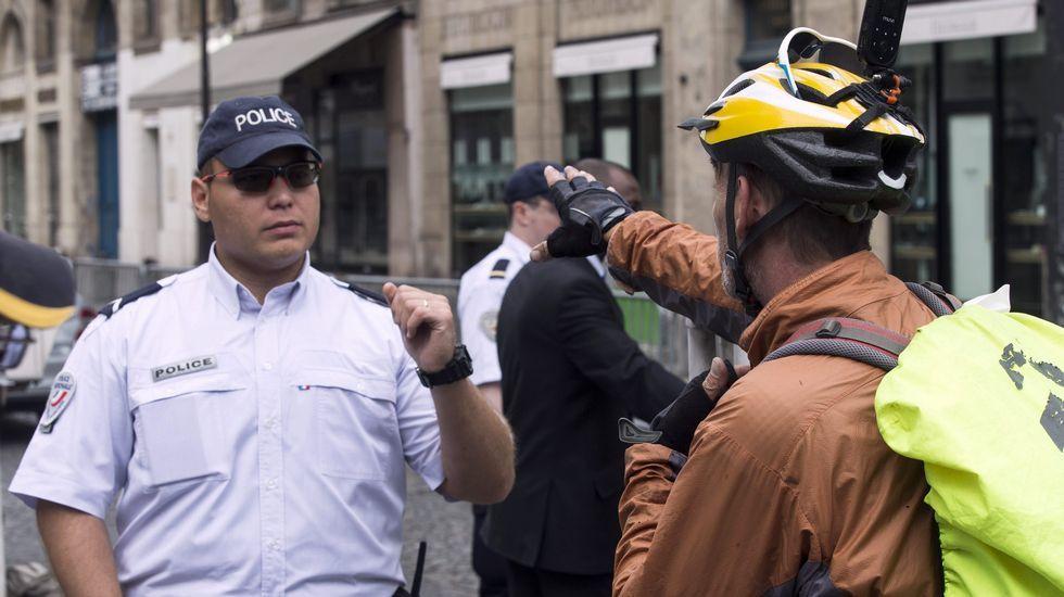 La última etapa de montaña del Tour, en fotos.Control policial en París por el final del Tour